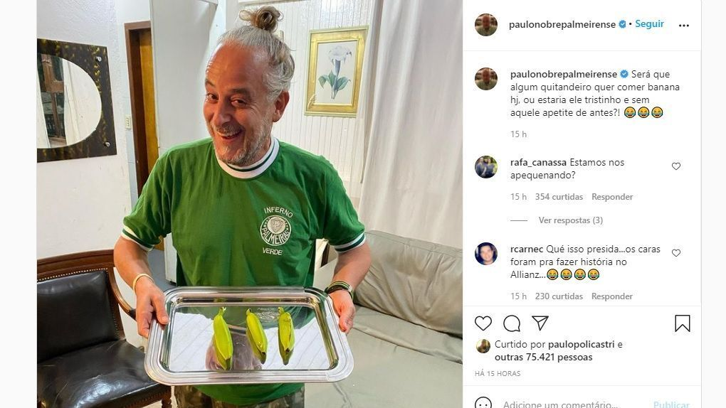 "After Palmeiras' elimination for Sao Paulo, Paulo Nobre raises a photo of a banana, and ""São"" Marcos laughs"