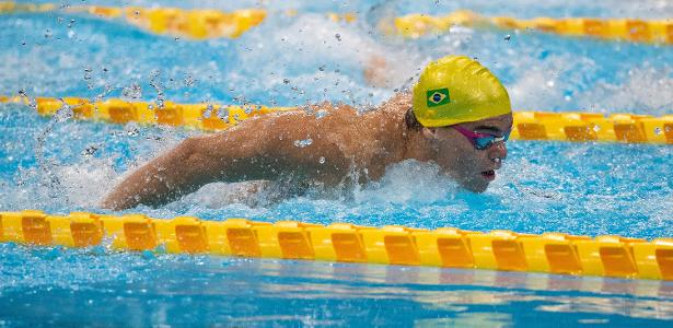 Gabriel Bandera sets a world record in the 100m butterfly