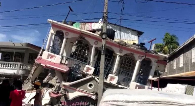 Haiti earthquake death toll rises to 227