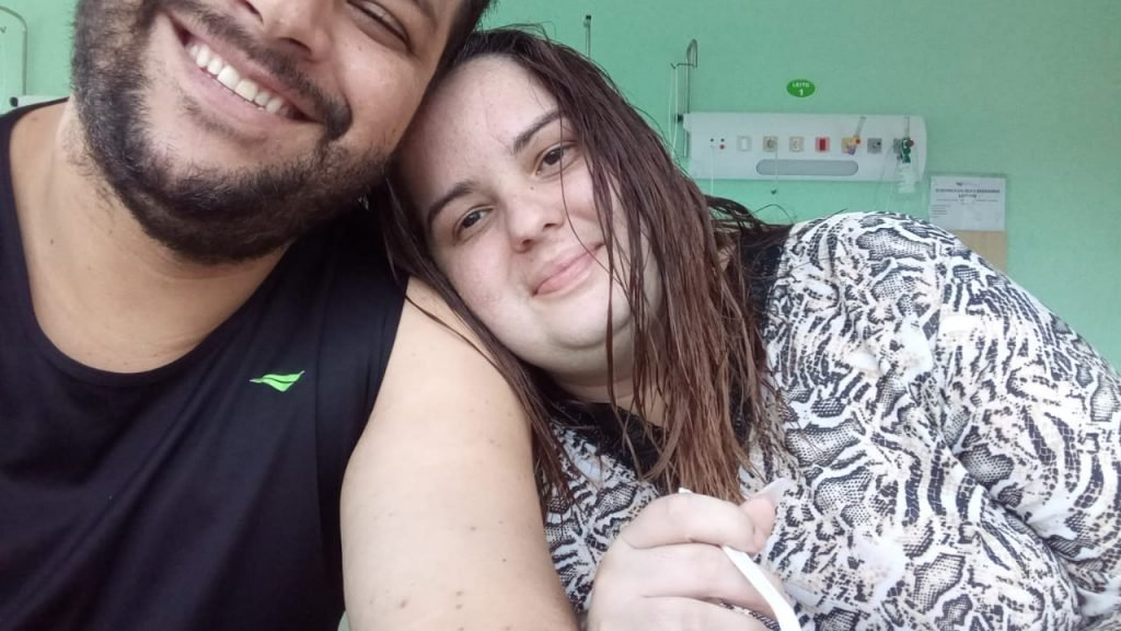 Verônica Bernardo and Diego Legnari are working to pay for treatments for the consequences of covid-19, while her father will pay a R$4,000 premium for 10 years of funding to pay for hospital treatment.