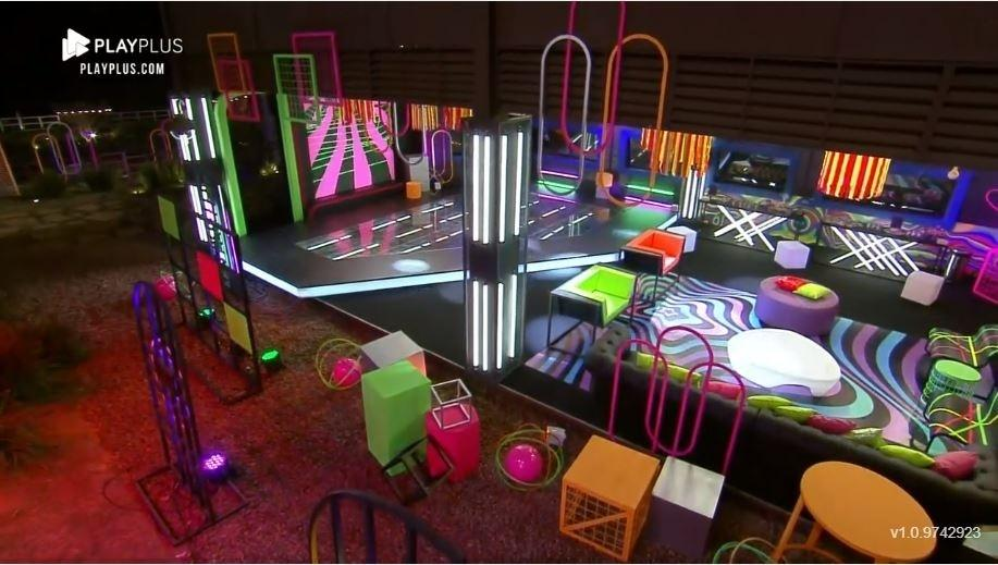 Farm 2021: 'Glow in the Dark' Party Decorations - Clone / Playplus