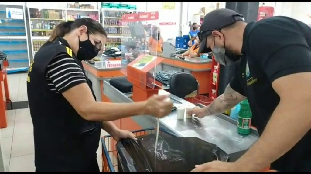 Within five days, 19 markets and butchers selling expired food and other infractions were caught;  Watch the video |  Pernambuco