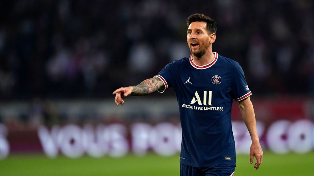 """Anelka surprises and says who should be """"No. 1"""" in the Paris Saint-Germain attack: """"Messi must serve you"""""""
