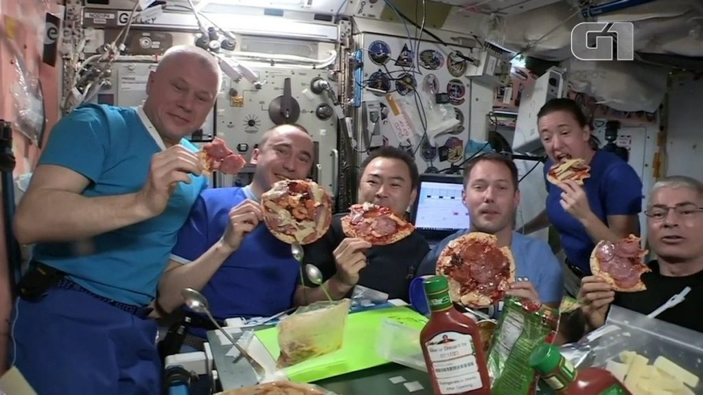 """Astronauts on the space station enjoy the night of """"floating pizza""""    science and health"""