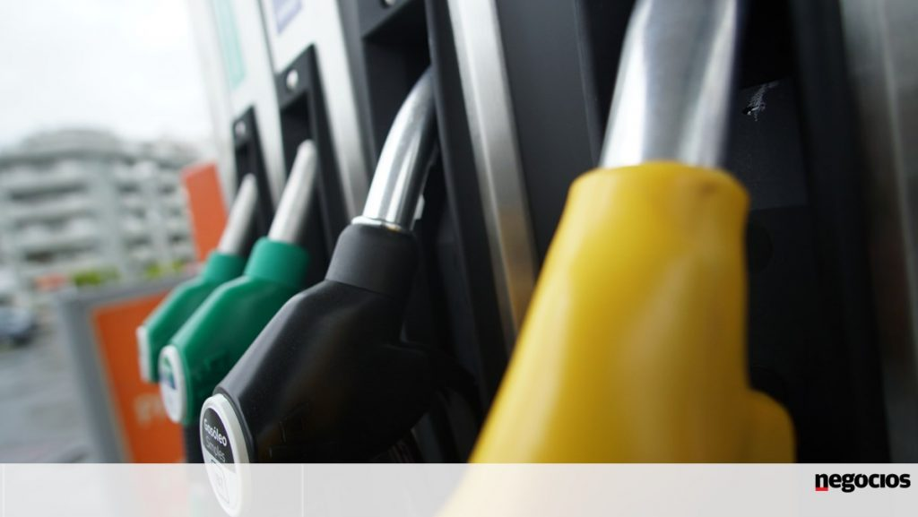 BP temporarily closes petrol stations in the UK due to a lack of transport drivers - companies