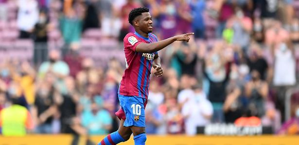 Barcelona beat Levante 3-0 with a goal by Ansu Fati