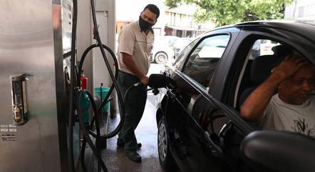 Postos já comercializam gasolina por quase R$ 7,20