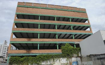 The hospital in Blumenau whose construction began but stopped in time