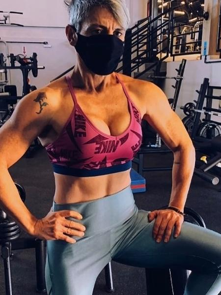 When she decides to become an athlete, Laura and the people around her start noticing changes in her body - personal group - personal group