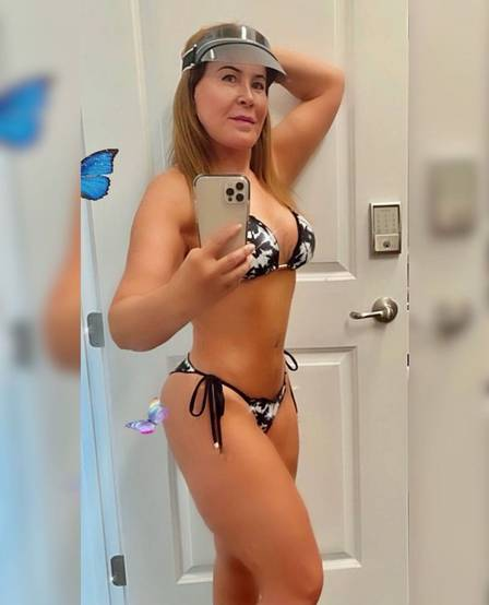 Zilu Camargo rocks the web with its bikini picture and gets praise