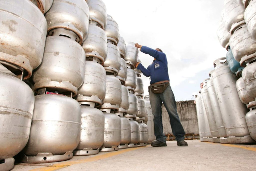 Cooking gas prices push families to use wood