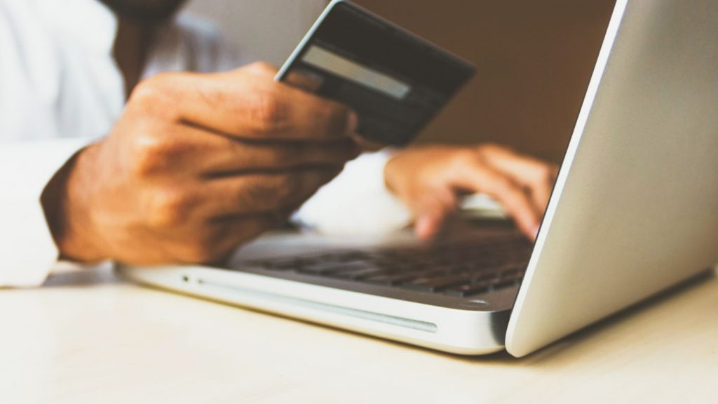 Bosfolio introduces IOF-free debit card for Brazilians to shop in the US