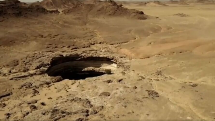 """Explorers Show What's in the """"Hell Hole"""" 