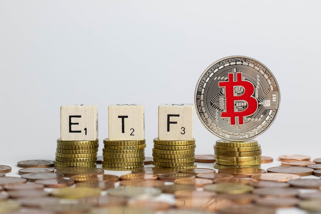 The United States approves ETFs for shares exposed to Bitcoin